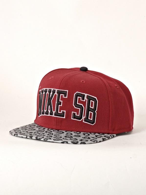 Nike 6.0 Kšiltovka Leopard 677 červená